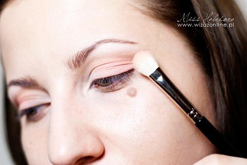 Makijaż ślubny w różu - krok po kroku