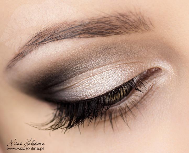 Makijaż korekcyjny: opadająca powieka