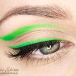 Makijaż graficzny: neonowa kreska
