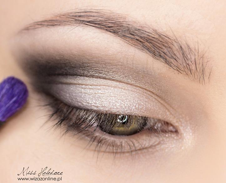 Makijaż korekcyjny dla opadającej powieki krok po kroku