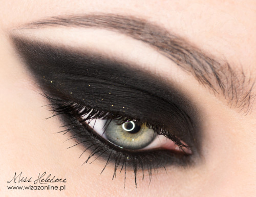 Black cateye smoky