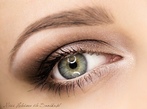 Makijaż w brązach - IsaDora Light Touch Concealer swatch