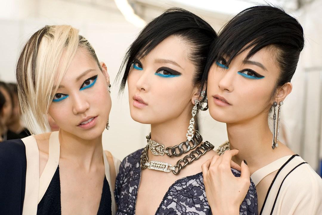Modelki na pokazie mody w Singapurze.