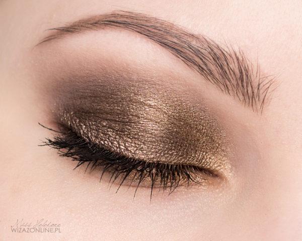 Dzięki metalicznej bazie, każdy nałożony cień będzie się lepiej utrzymywał, kolor będzie intensywniejszy, a dodatkowo cienie będą pięknie mienić się na odcienie złota.